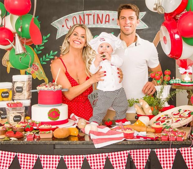 Karina Bacchi e Amaury Nunes comemoram 8 meses de Enrico (Foto: Reprodução / Instagram)