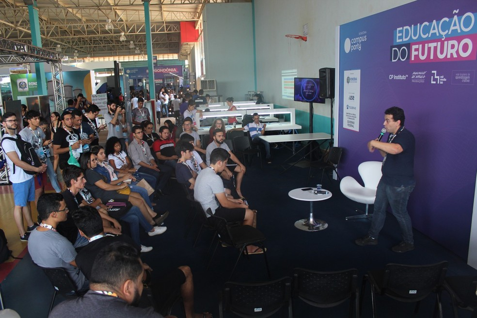 Nas 250 horas de conteúdo, participantes contam com palestras e debates.  (Foto: Jonatas Boni/G1)
