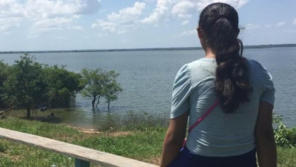 Grávida aos 14 anos em uma comunidade pobre amazonense, Lúcia sofreu represálias na escola e na igreja (Foto: BBC Brasil)