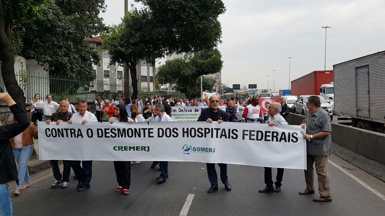 Em agostos, profissionais da rede federal de saúde protestaram contra o 'desmonte' das unidades