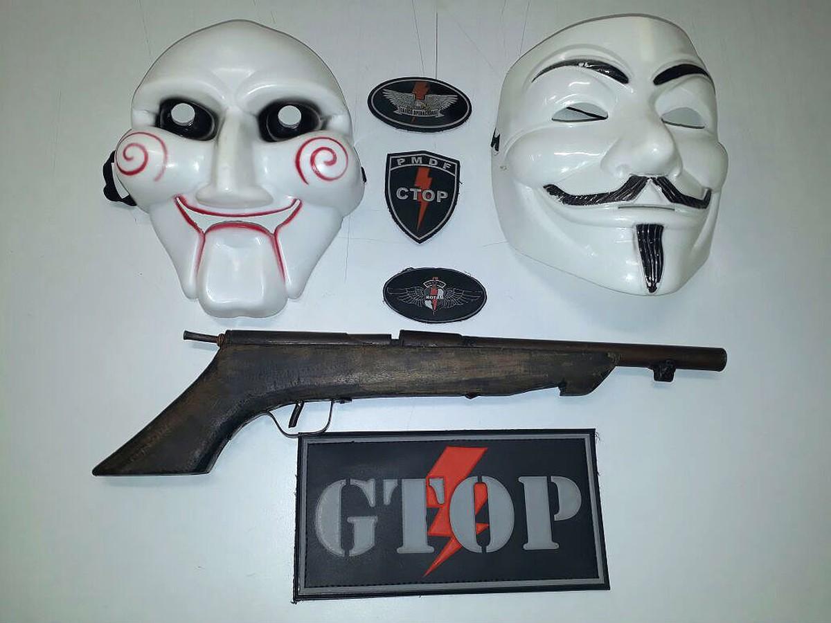 Com máscaras de personagens de filmes, dupla rouba farmácia no DF