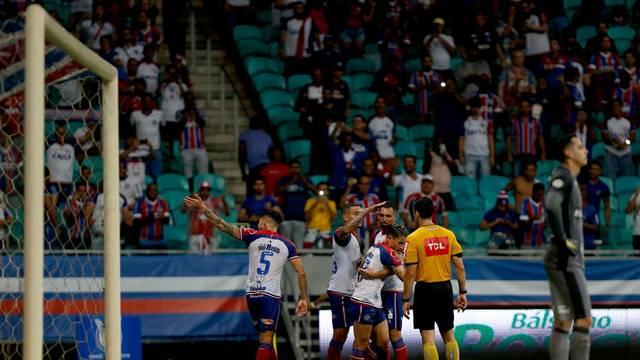 Artur comemora seu gol, o primeiro do Bahia nesta quarta-feira