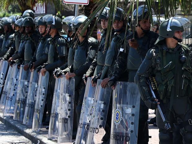 Tropas ocupam área onde será leilão do pré-sal no Rio (Foto: Fabio Motta/Estadão Conteúdo)