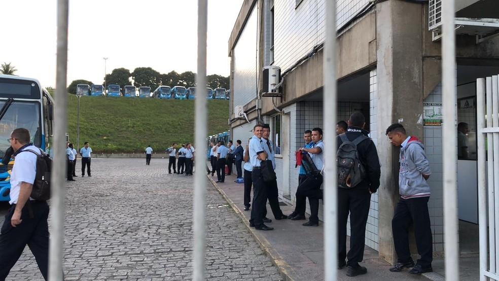 Muitos coletivos não saíram da garagem na Grande Vitória  — Foto: Diony Silva/ TV Gazeta