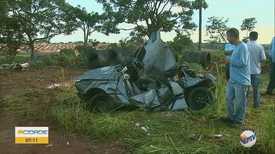Pai, mãe e 2 filhas estão entre vítimas de acidente fatal com caminhão e carros em Batatais, SP