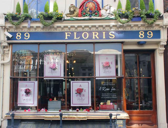 A fachada da Floris, loja que produz os perfumes encomendados pela família real e que produziu fragrância exclusiva para o casamento (Foto: Reprodução)