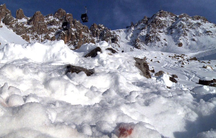 Schumacher neve mancha de sangue (Foto: AFP)