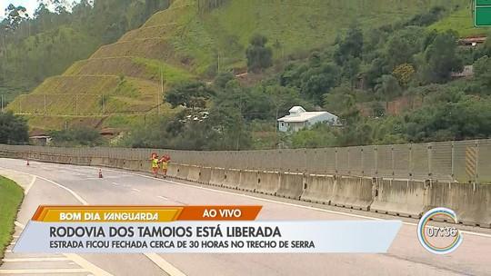 Rodovia dos Tamoios é liberada após 30 horas de interdição por quedas de barreiras