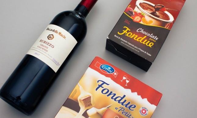 Sonoma: vinho italiano premiado Rocca delle Macie Rubizzo Chianti com fondue suíço de queijo e fondue de chocolate