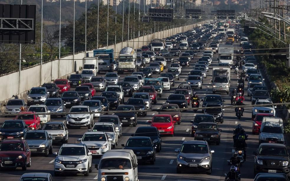 Trânsito intenso na Marginal Pinheiros, em SP (Foto: Marivaldo Oliveira/Código19/Estadão Conteúdo)
