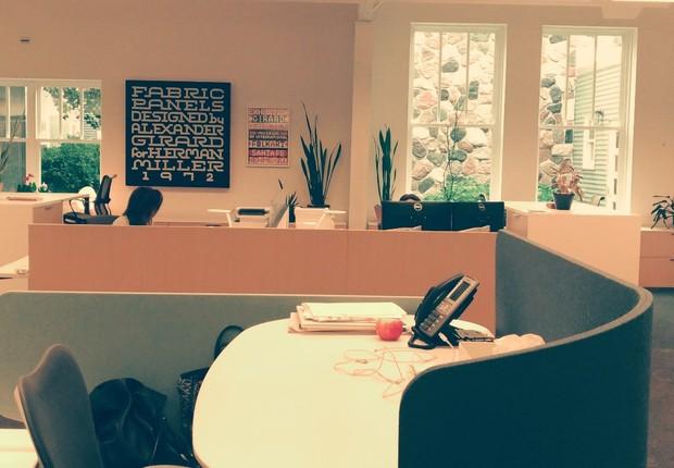 Mesa da CEO da Herman Miller, Andi Owen, no escritório sede da empresa, em Holland, Michigan (EUA) (Foto: Época NEGÓCIOS)