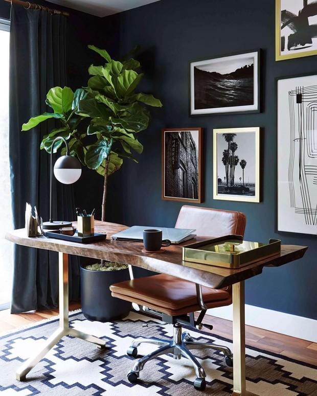 Décor do dia: escritório com décor elegante e tons sóbrios (Foto: Reprodução)