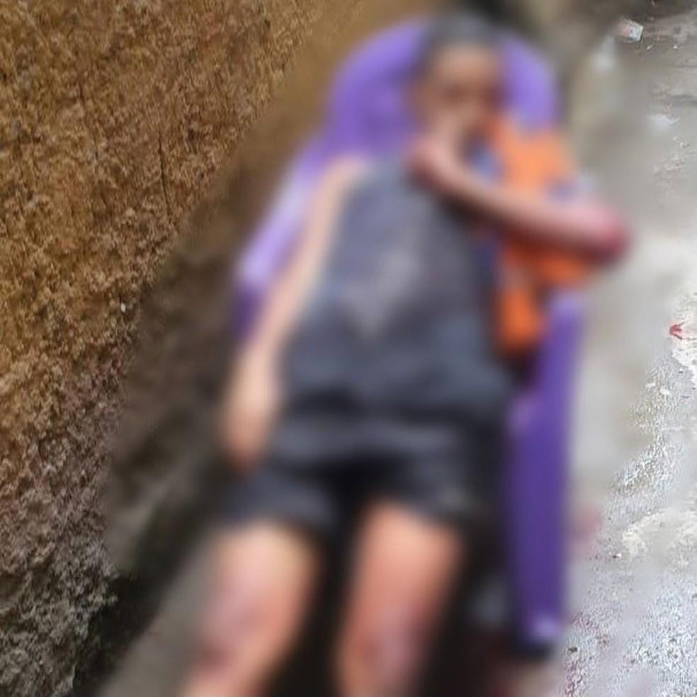 Circunstâncias de foto de morto em cadeira serão apuradas, diz polícia — Foto: Redes Sociais