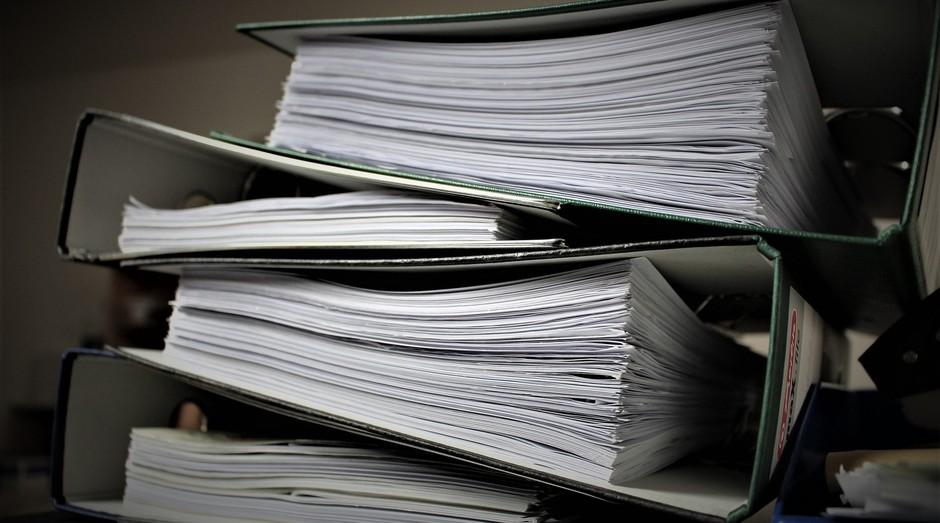 Burocracia, papelada, papéis (Foto: Reprodução: Pixabay)