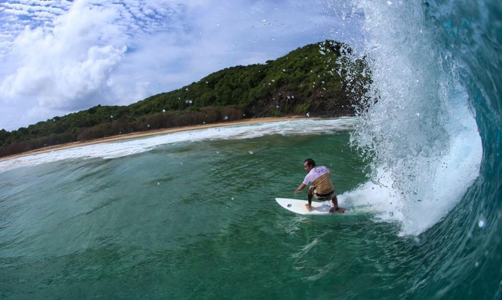 Xandinho confere condições e se dá bem no adeus às ondas em Fernando de Noronha (Foto: MIchele Roth)
