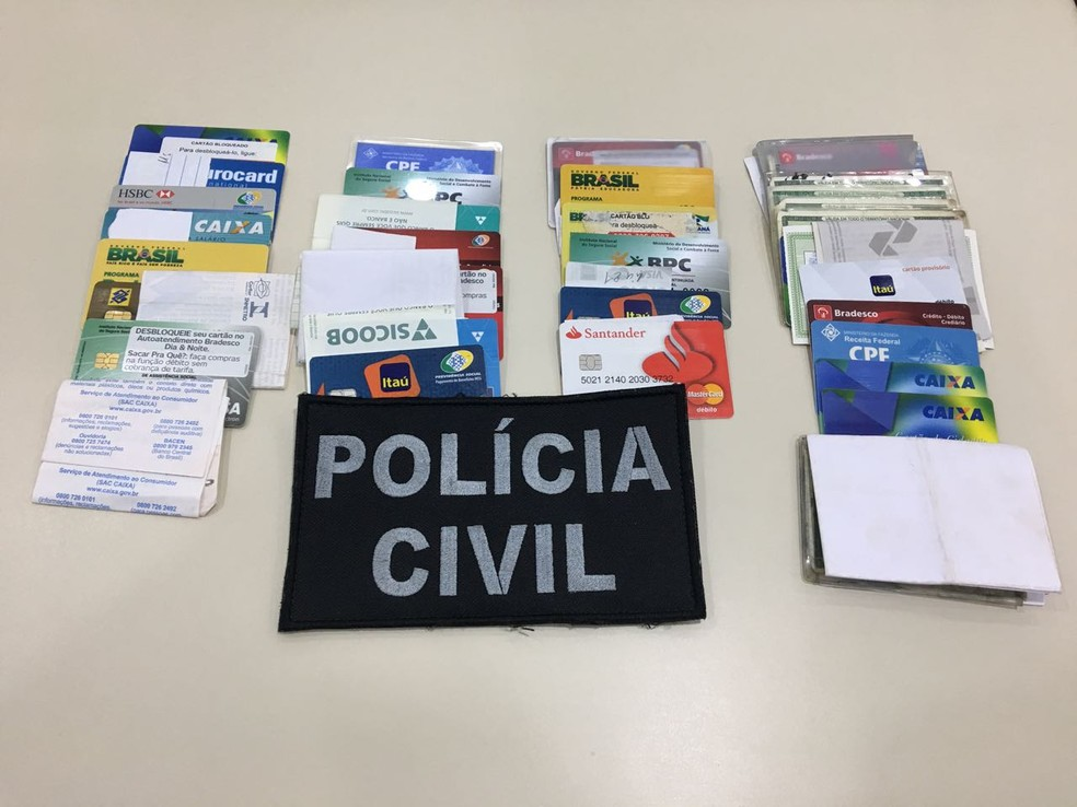 Segundo a polícia, o vereador exigia dos clientes cartões e documentos para o pagamento de dívidas (Foto: PC/Divulgação)