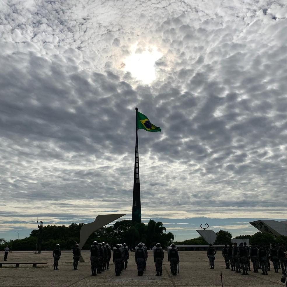 Primeira Cerimônia de Troca da Bandeira de 2019 — Foto: Gabriel Palma/TV Globo