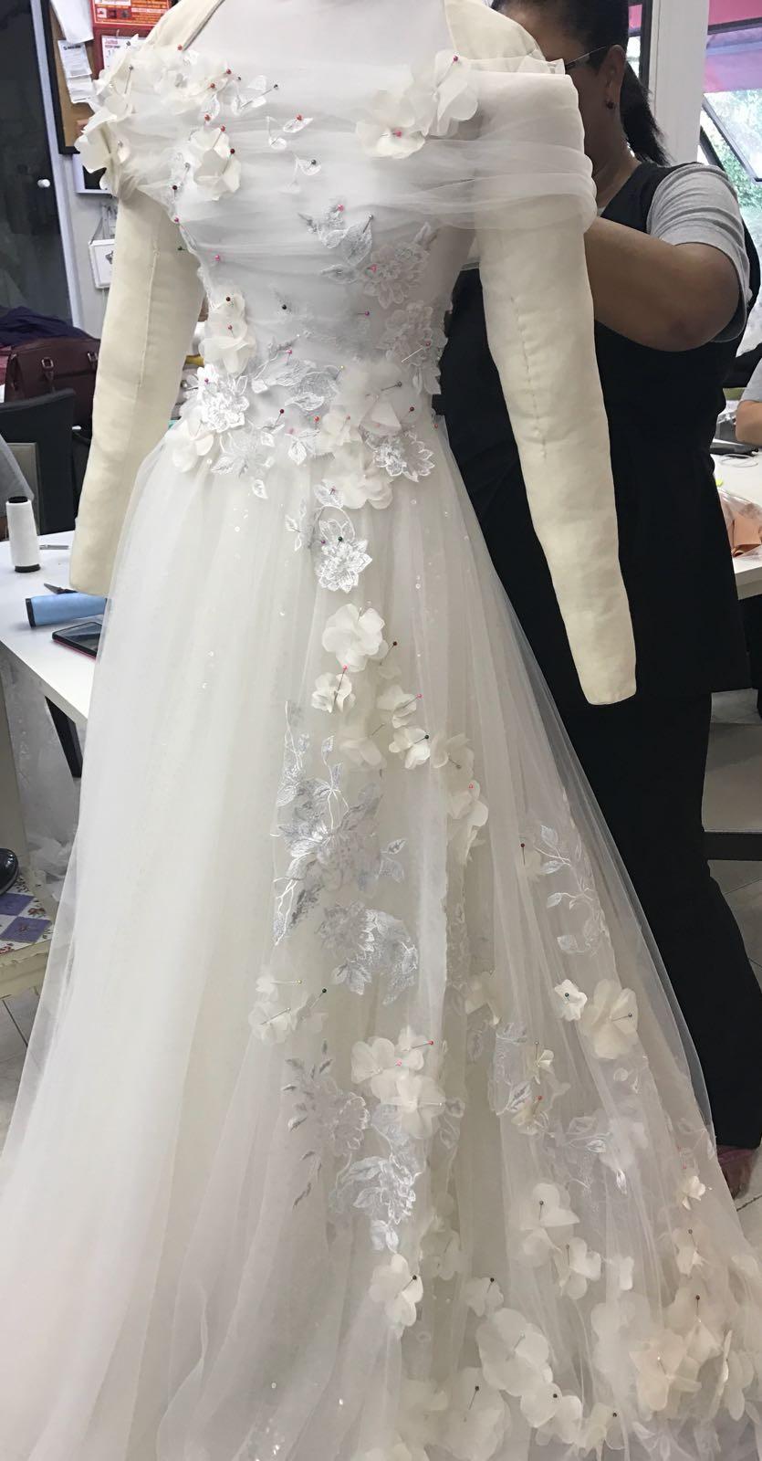 O vestido de noiva de Camila Queiroz  (Foto: Reprodução )