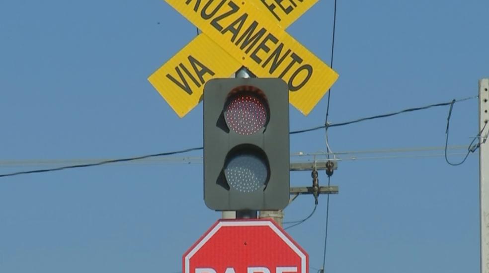 Sinalização foi reforçada em linha de trem em Penápolis (Foto: Reprodução/TV TEM)