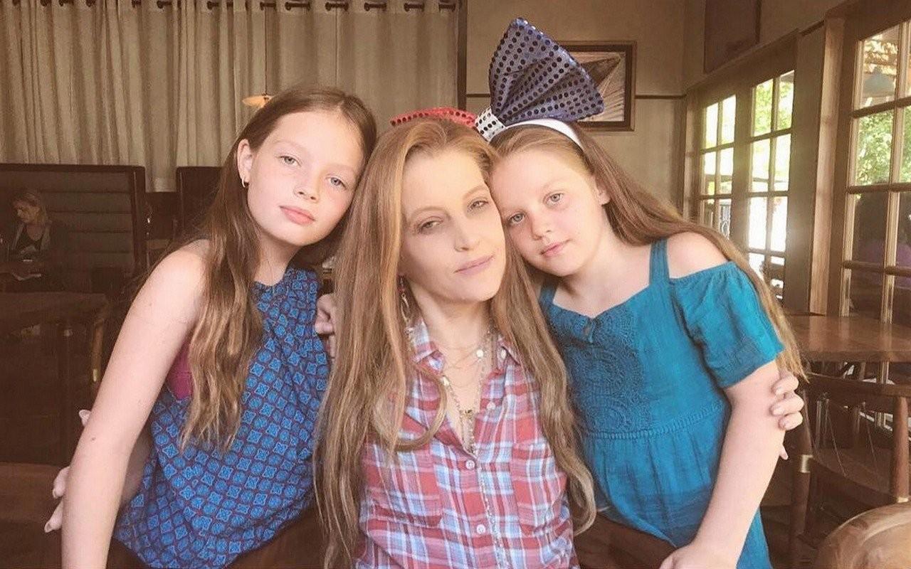 Lisa Marie Presley e as filhas (Foto: Reprodução/Instagram)