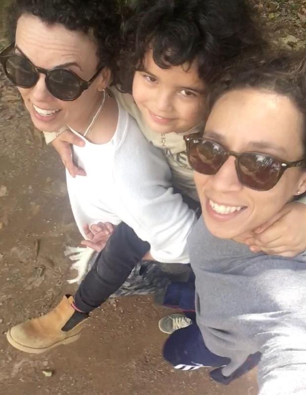 Thalita Carauta (dir) e Linoca com o filho, Bento (Foto: Reprodução/Instagram)