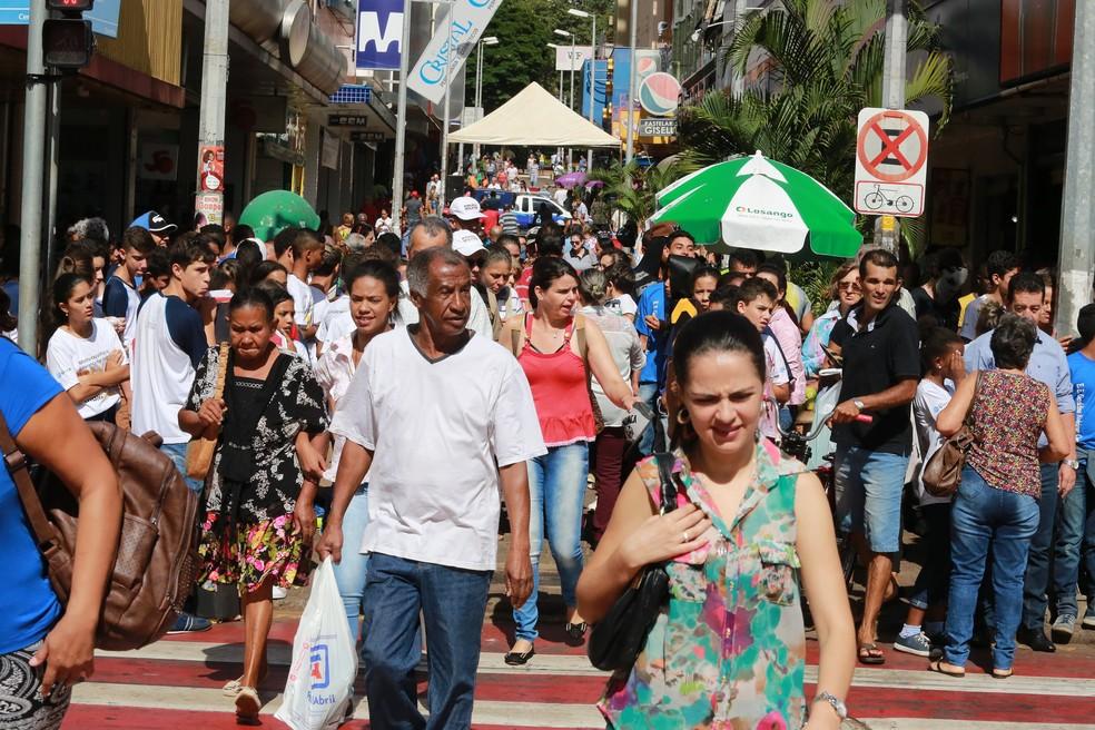 -  Calçadão, no Centro de Uberaba, reúne grande concentração de consumidores todos os dias  Foto: Enerson Cleiton/PMU