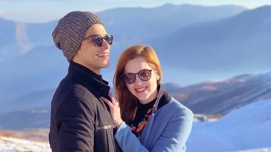 Sophia Abrahão e Sérgio Malheiros lembram que 1º beijo do casal foi na TV: 'Clichê de par romântico'