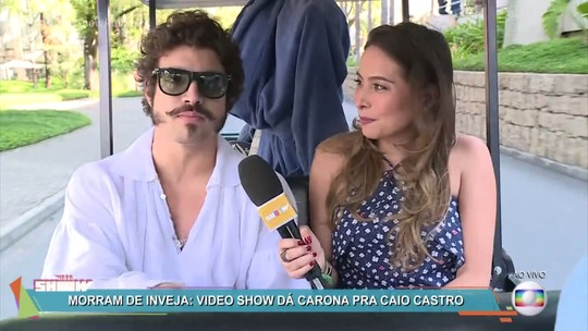 Caio Castro pega carona com 'Vídeo Show' e imita Luciano Huck