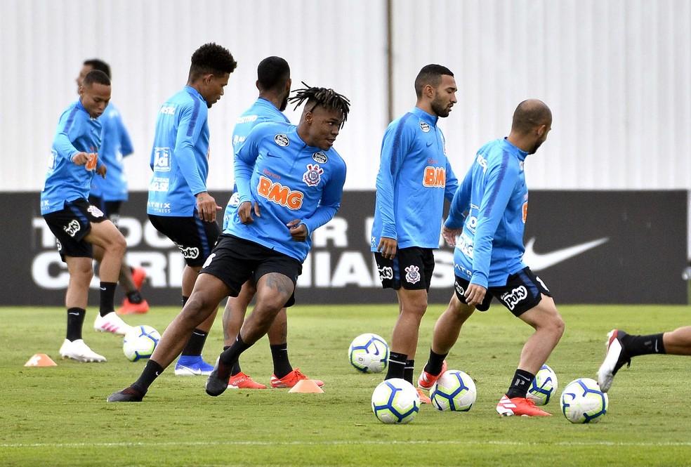 Matheus Jesus já treina com o elenco do Corinthians — Foto: Marcos Ribolli