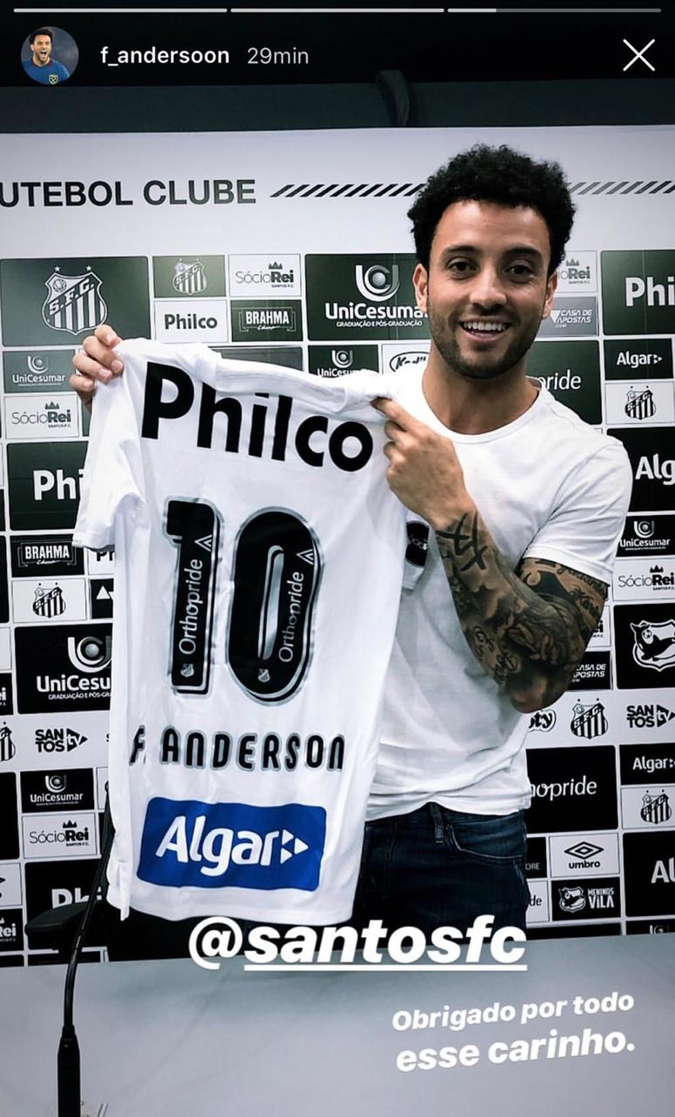 Felipe Anderson fez visita ao Santos e ganhou camisa 10 em 2019 — Foto: Reprodução