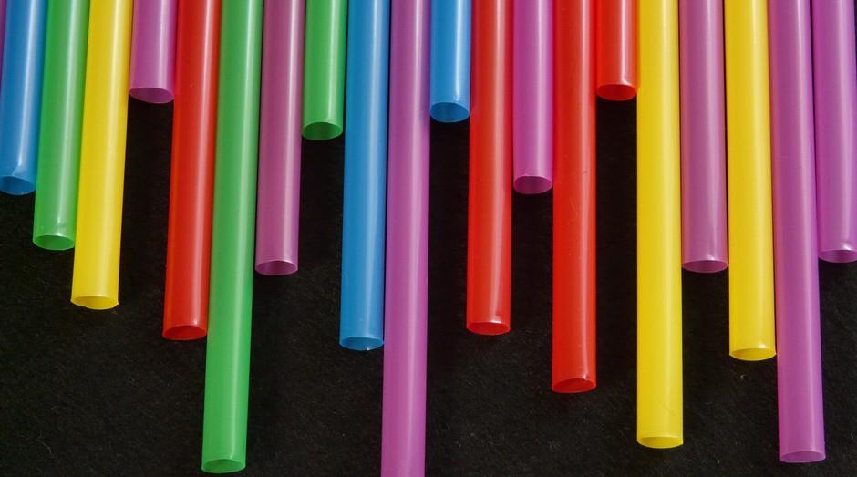 canudos plásticos (Foto: Reprodução/Pexels)