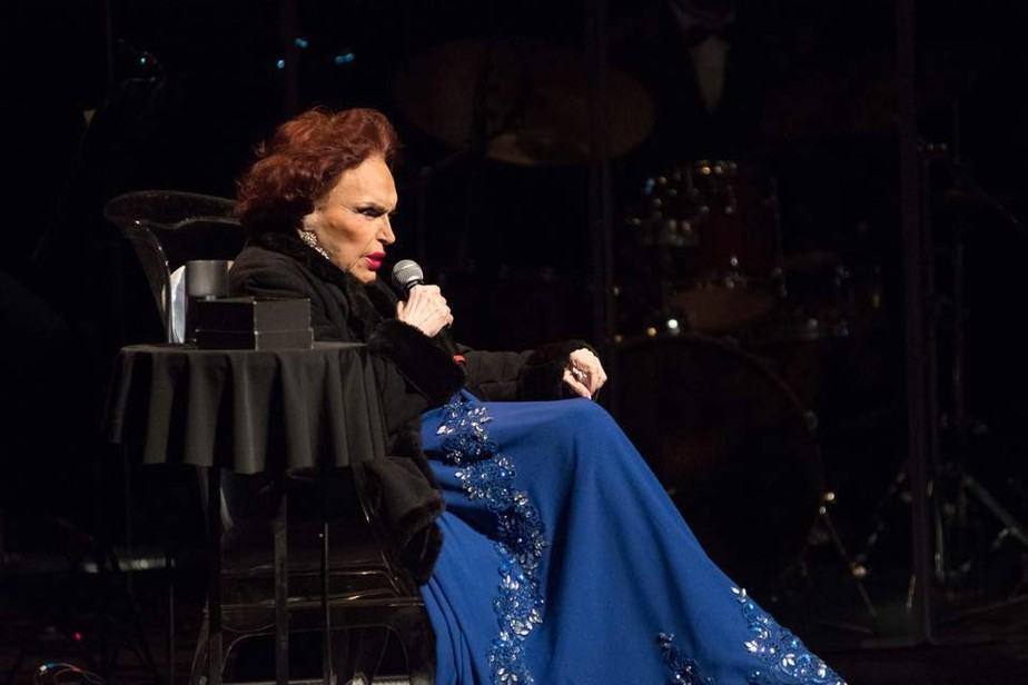 Aos 96 anos, Bibi Ferreira anuncia afastamento dos palcos, mas lança disco em que canta Frank Sinatra