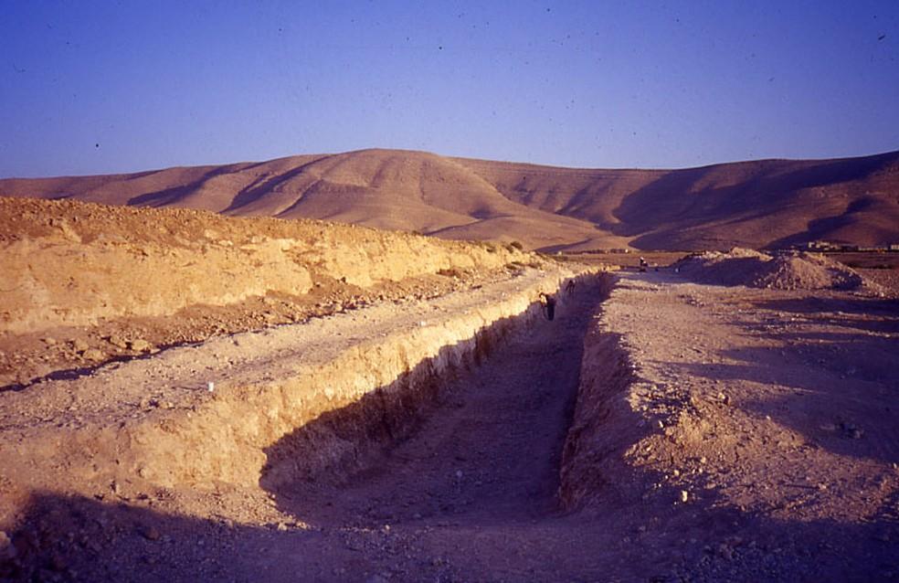 Trincheira escavada em 1999, na Jordânia — Foto: Fabio Parenti/IEA/USP/Divulgação
