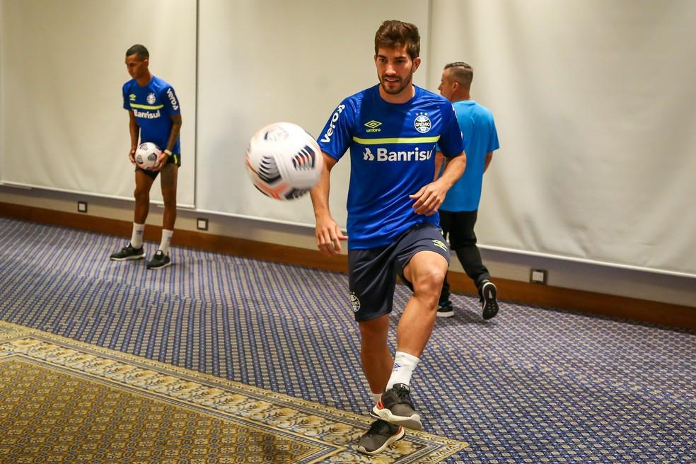 Lucas Silva em treino do Grêmio no hotel — Foto: Lucas Uebel/Grêmio