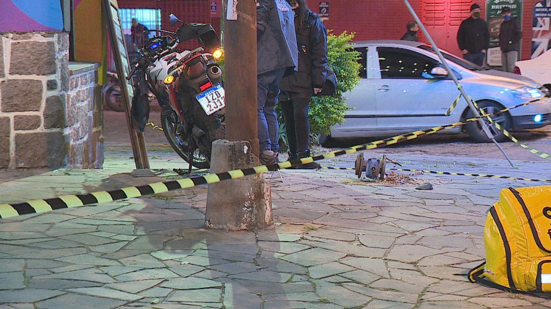 Motociclista morre após colidir contra poste em Porto Alegre