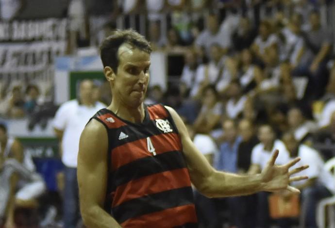Marcelinho evita pensar nas finais do Estadual: O foco é total no NBB