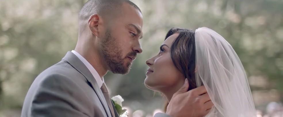 Demi Lovato contracena com Jesse Williams no clipe de 'Tell Me You Love Me'' (Foto: Reprodução/YouTube)