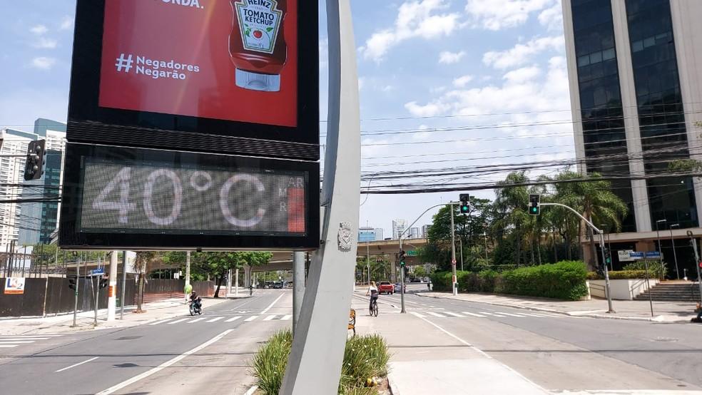 Termômetro de rua registra 40ºC neste domingo (27) na cidade de São Paulo.  — Foto: Rodrigo Rodrigues/G1