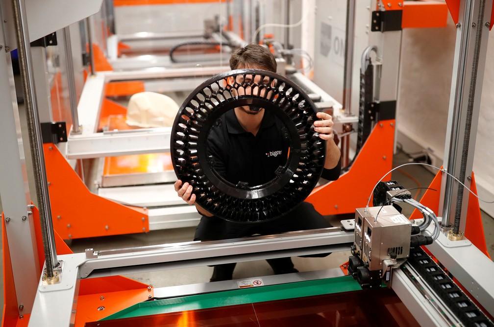 Até os pneus da Nera são feitos por impressora 3D — Foto: Hannibal Hanschke/Reuters