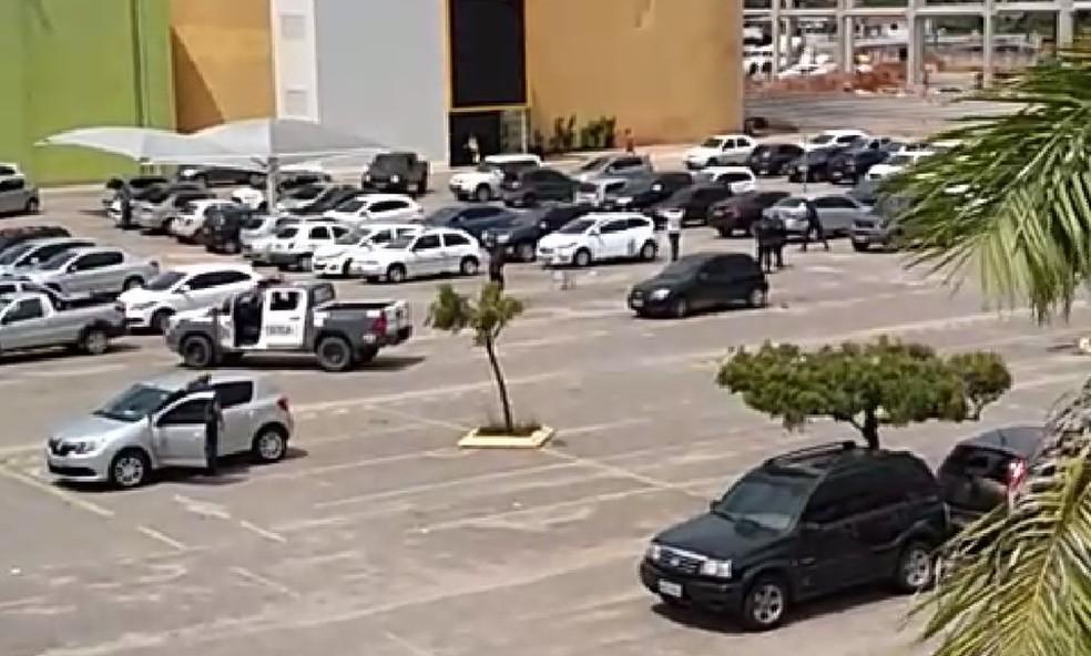Polícia Militar prendeu suspeitos de furtos em estacionamento de shopping na Zona Norte da capital — Foto: Reprodução