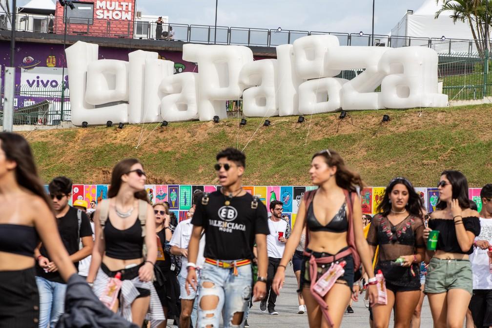 Público chega ao autódromo de Interlagos para o primeiro dia de Lollapalooza 2019 — Foto: Fabio Tito/G1