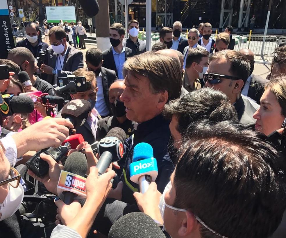 Bolsonaro participou de enento de religamento de forno na Usiminas — Foto: Joana Teles/Inter TV dos Vales