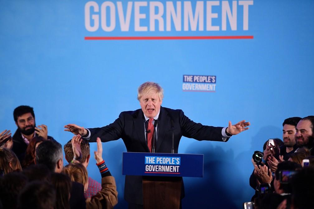 Primeiro-ministro do Reino Unido e líder do Partido Conservador, Boris Johnson, discursa em Londres nesta sexta-feira (13) após vitória nas eleições  — Foto: Daniel Leal-Olivas / AFP