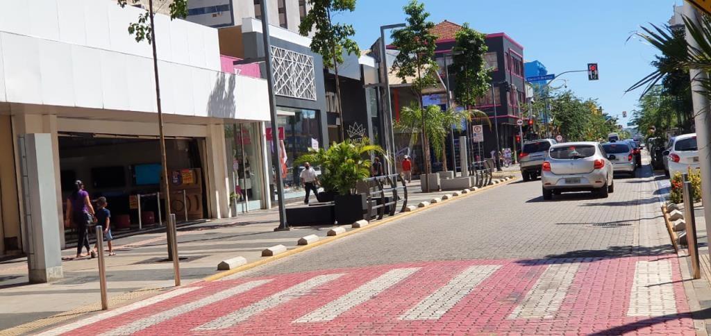 Prefeitura de Campo Grande contraria Prosseguir e decreta retorno para bandeira vermelha na capital