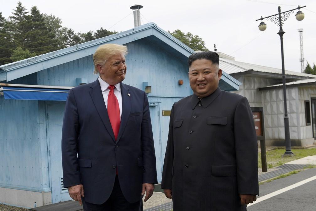 Trump e Kim já no território da Coreia do Sul, neste domingo (30). — Foto: Susan Walsh/AP