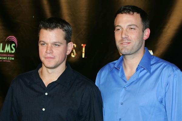 Ben Affleck e Matt Damon se conhecem desde crianças. Eles já trabalharam juntos várias vezes e, coincidentemente, os dois se casaram com suas respectivas esposa no mesmo ano, 2005 (Foto: Getty Images)
