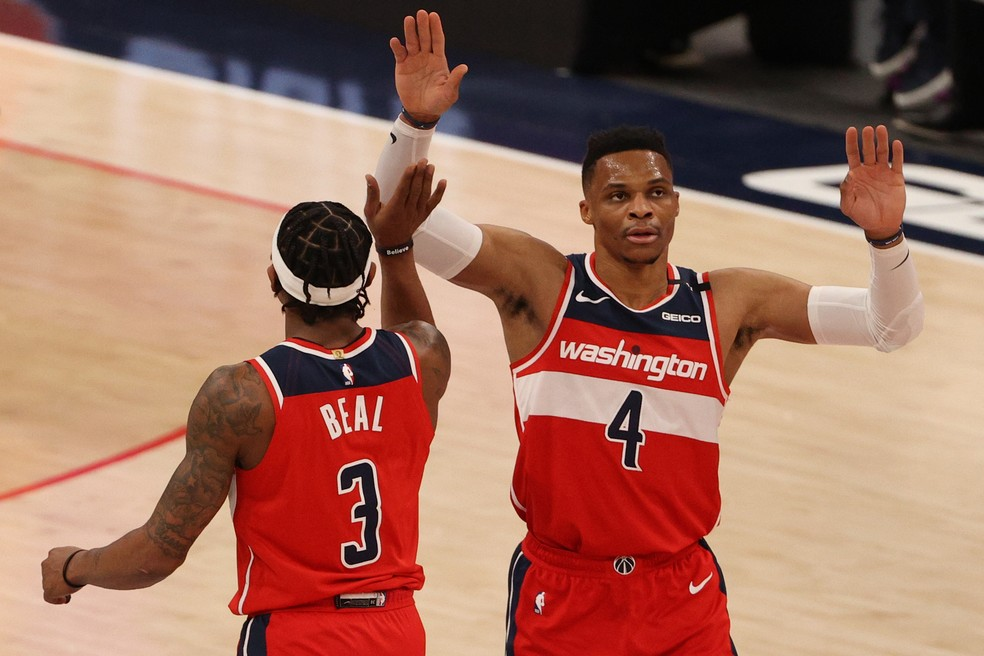 Beal e Westbrook — Foto: Patrick Smith/Getty Images