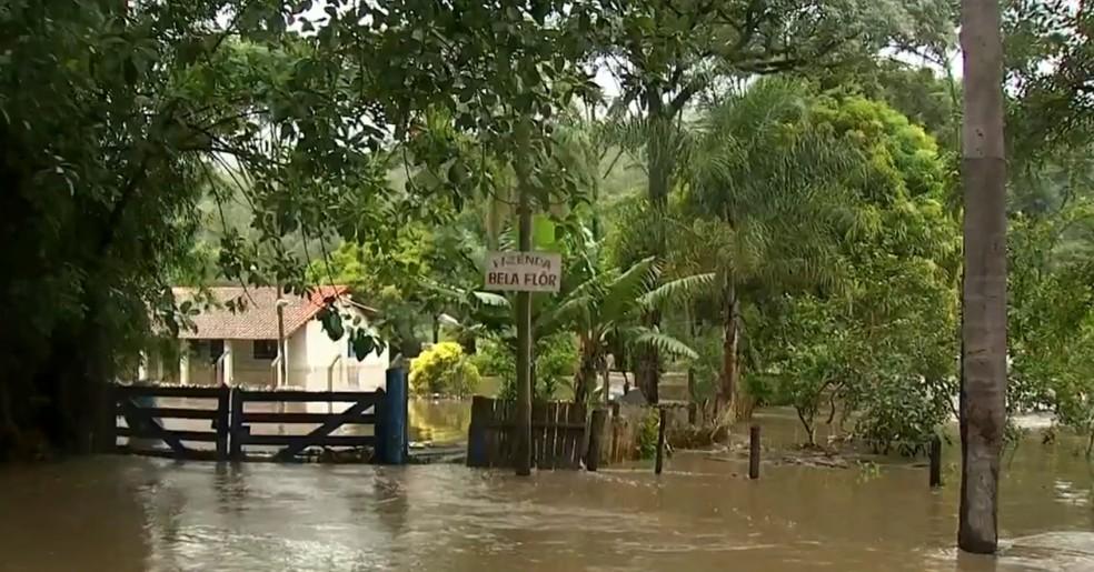 Cabreúva é apontada como área de risco para deslizamentos e inundações — Foto: TV TEM/Reprodução