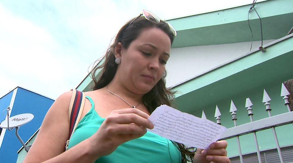 O marido de Mayara achou a carta na entrada da garagem do prédio onde eles moram em Franca, SP (Foto: José Augusto Júnior/EPTV)