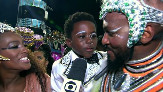 Menino de 6 anos faz sucesso na comissão de frente da Vai-Vai e relata emoção após desfile